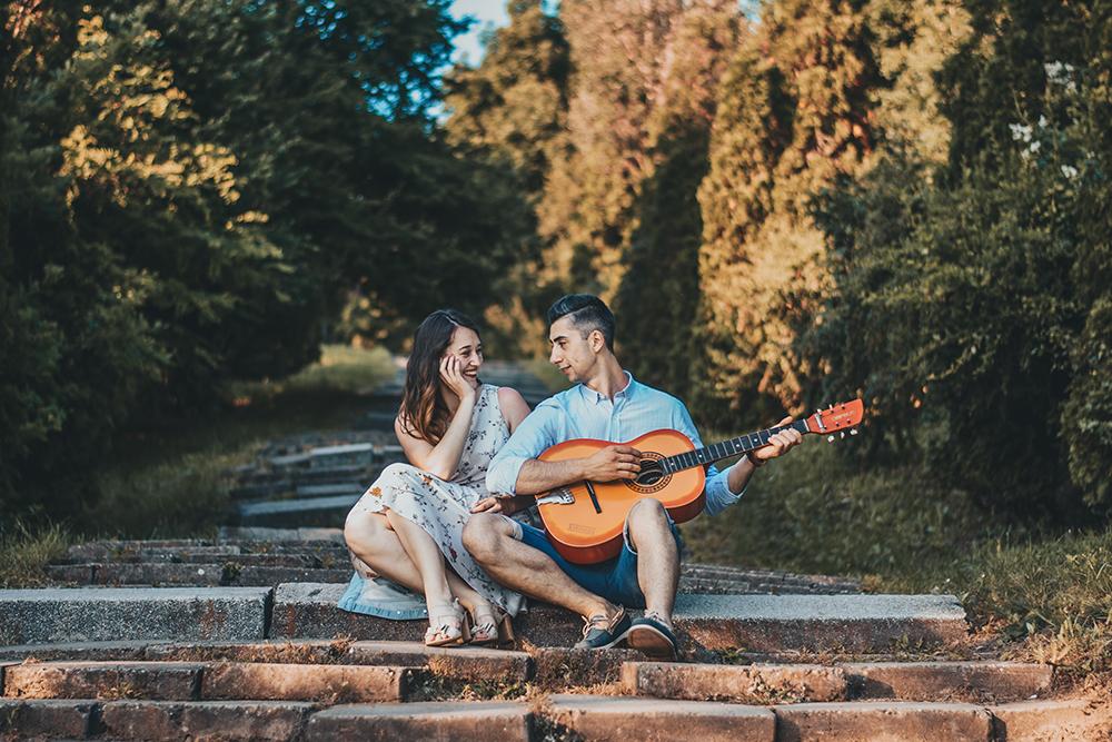 выбора акустической гитары